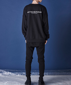 ESSENTIAL LOGO CREWNECK (BLACK)